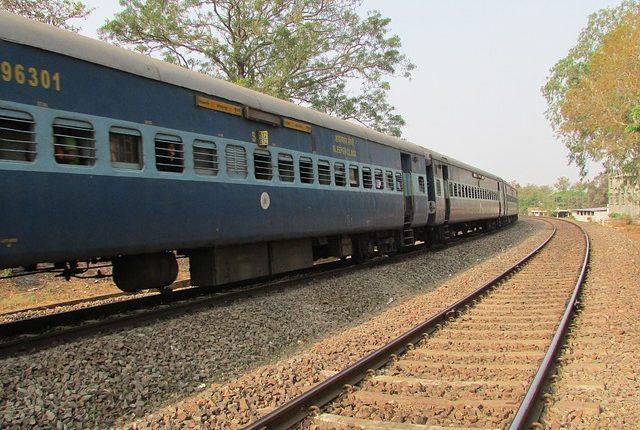 indian-railway-271020_640